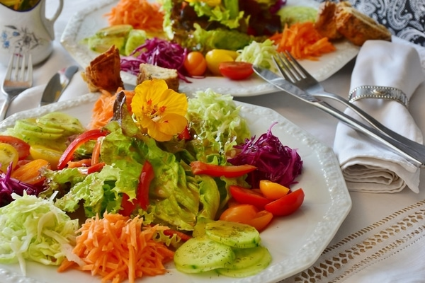 Body-Recode-Peace-with-food-plates-of-colourful-salads